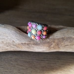 Adjustable multicolored ring